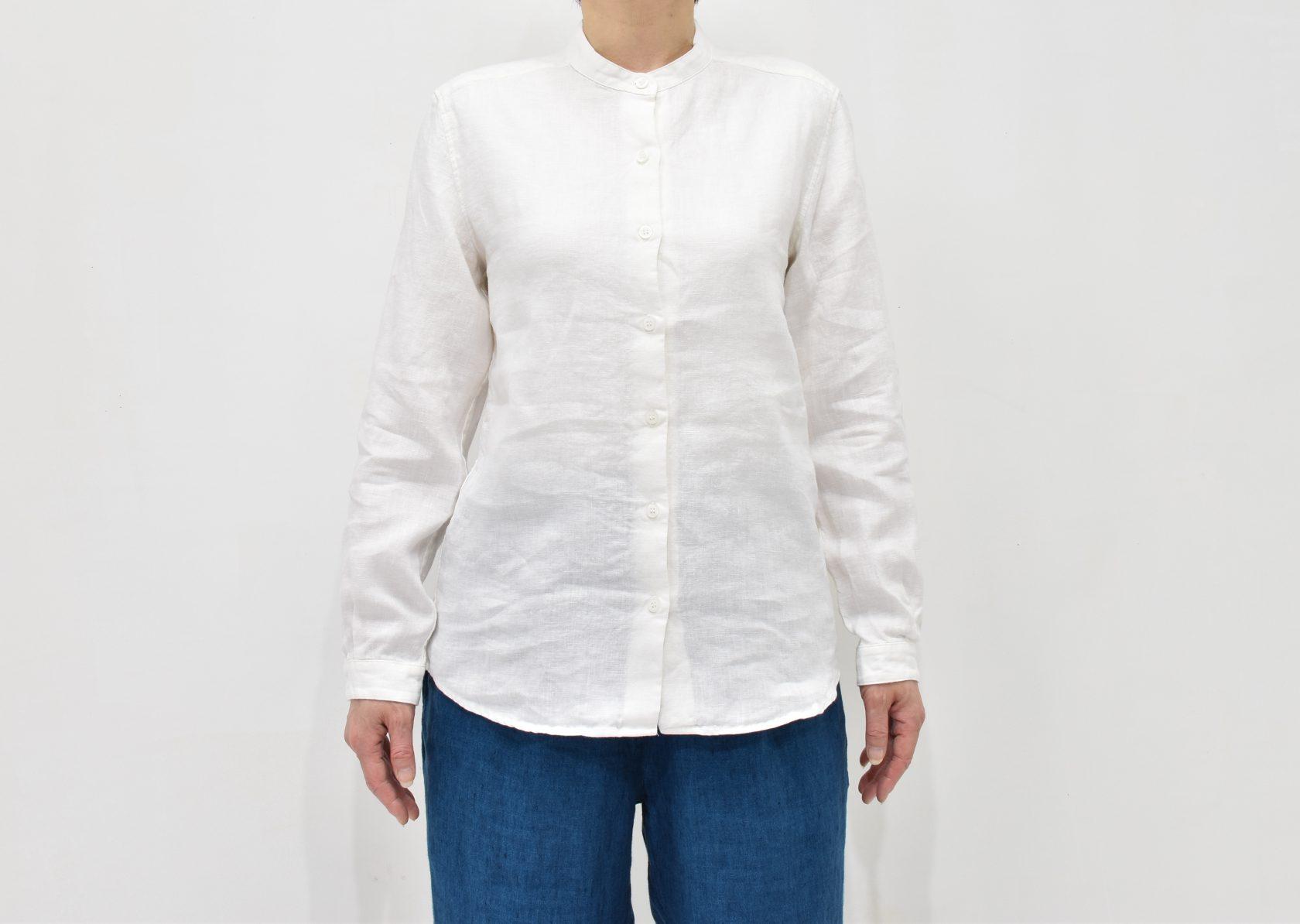ファブリックスのリネンスタンドカラーシャツ